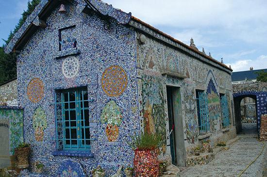 Raymond Isidore's mosaic covered home