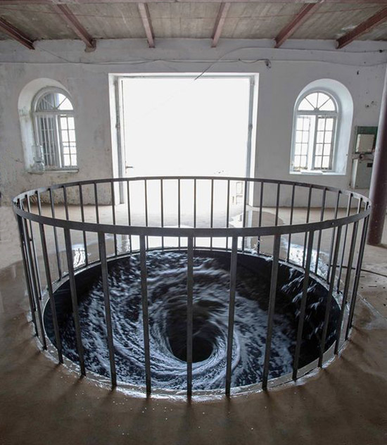 Whirlpool sculptural art installation by Anish Kapoor