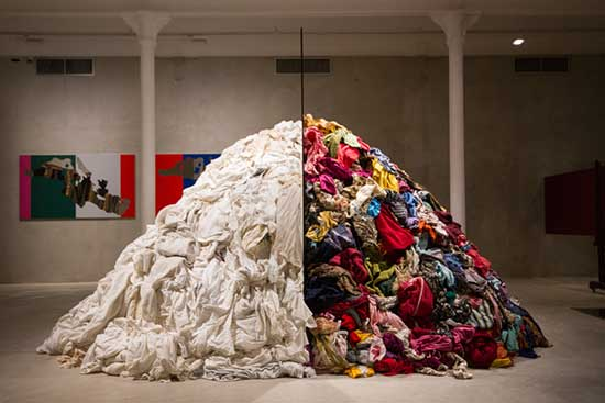 sculpture made of mounded rags by Michelangelo Pistolleto