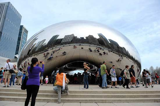 "Anish Kapoor ""The Bean"" a large reflective metal sculpture in Chicago"